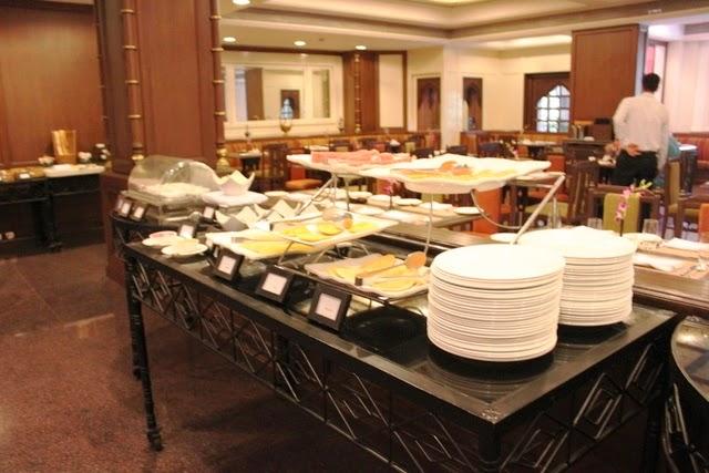 ホテルの朝食ビュッフェ