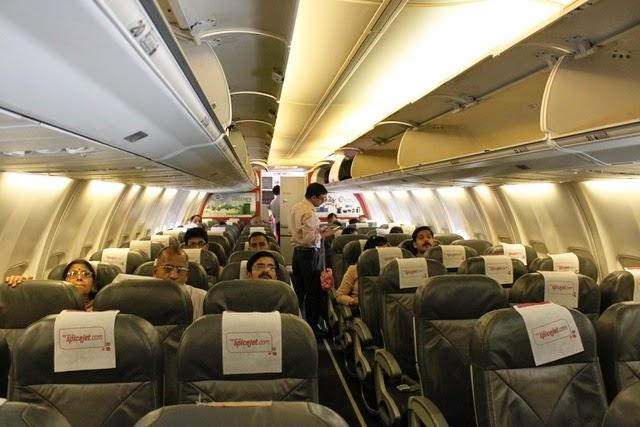 機内も暑い!スパイスジェットの機内の様子