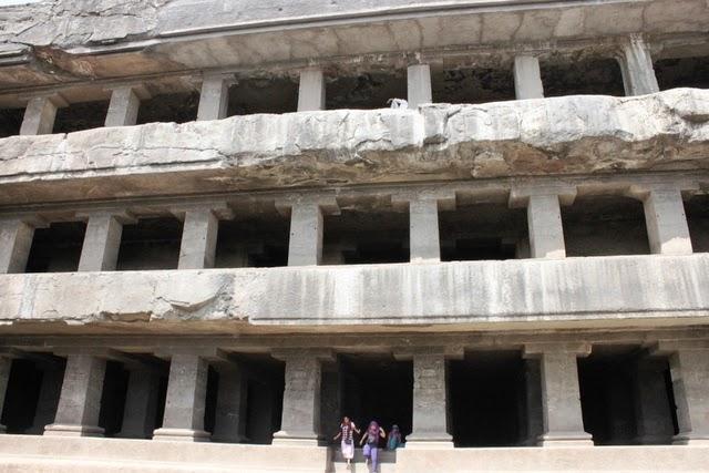 3階建ての仏教僧院の跡