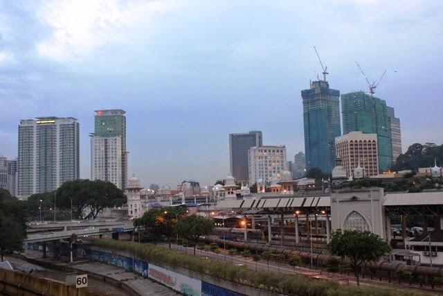 Pasar Seni駅から眺めるクアラルンプール駅