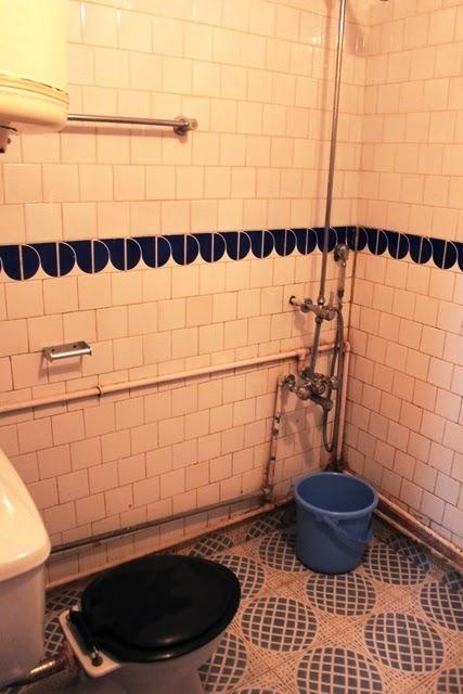 バスルームは老朽化が目立った