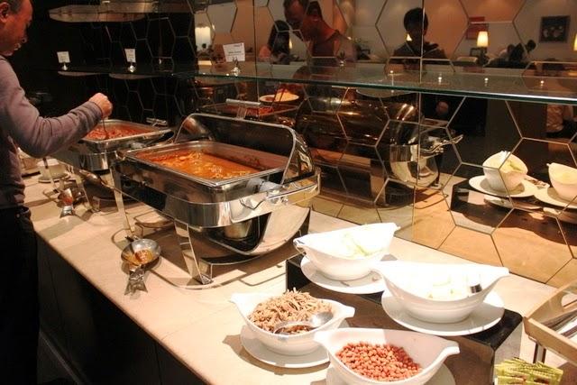 ビュッフェはマレー料理とコンチネンタル料理で分かれている