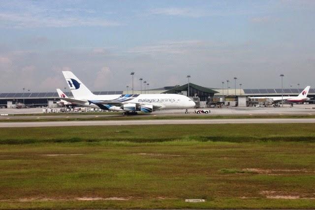 KL国際空港とマレーシア航空のA380機