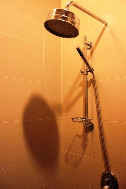 ラウンジ内のシャワーでさっぱり