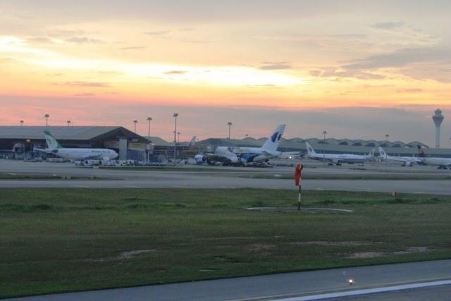 KL国際空港の夕焼け