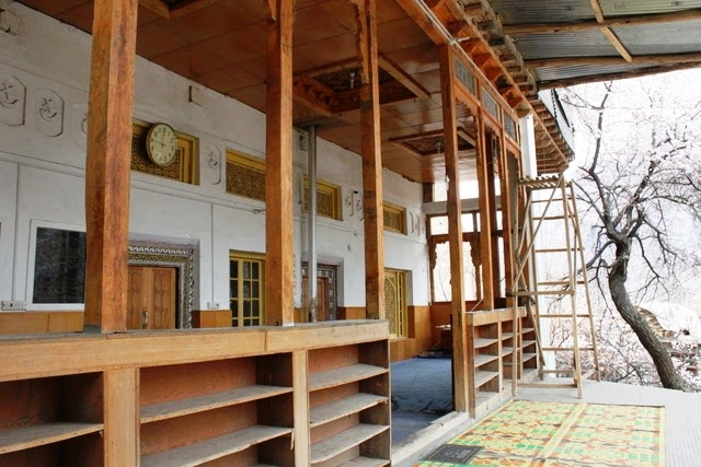 古い木造のモスク