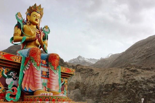 反対側に弥勒菩薩像