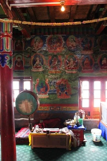 寺院内部。もう仏教世界だ。