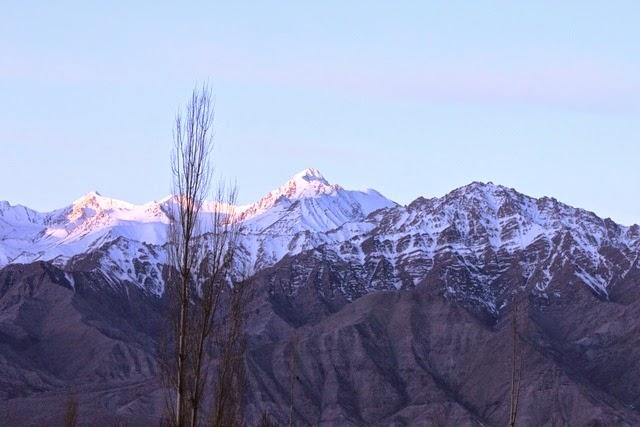 ストック・カングリ山に朝日の光が