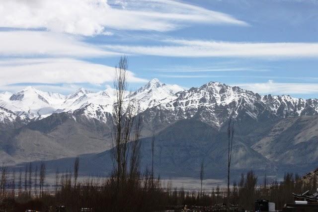 ベランダから眺めるストック・カングリ山