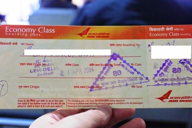 手書きの搭乗券。懐かしい。