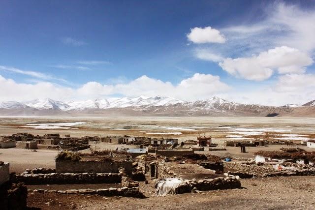 トゥクジェ村