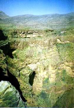 真下は垂直に約1000メートル