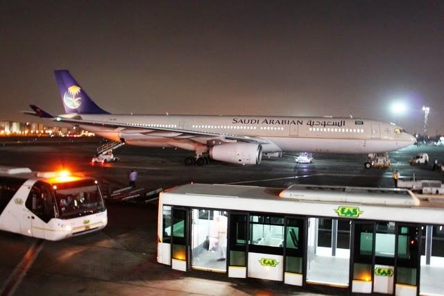 カイロ空港到着:隣にもサウディア航空が駐機中