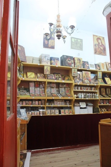 僧院内の土産物屋