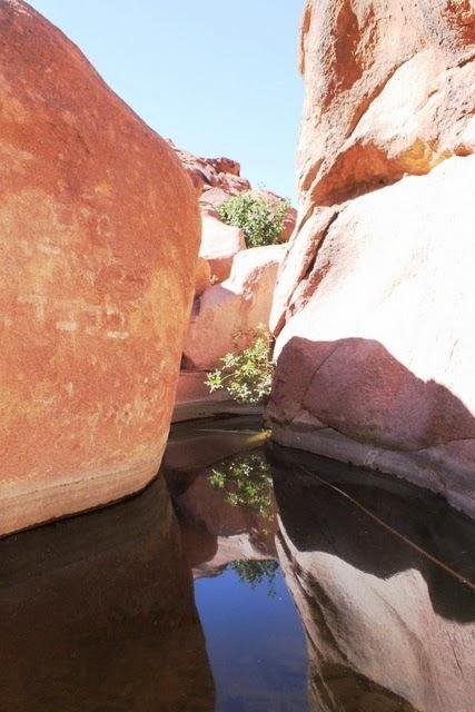 雪水で溜まった自然のプール