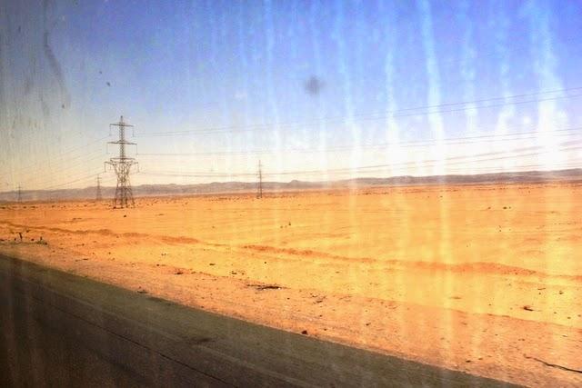 周辺は砂漠オンリー