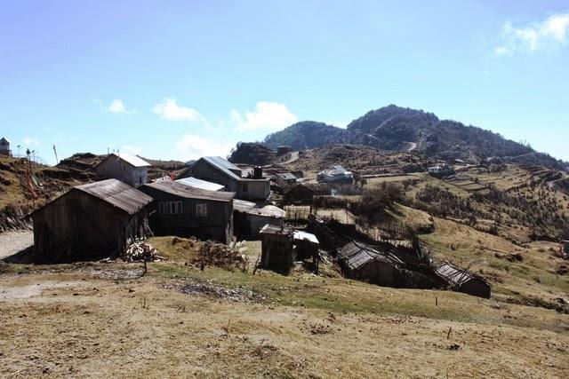 サンダクプー手前の村、カラポクリ