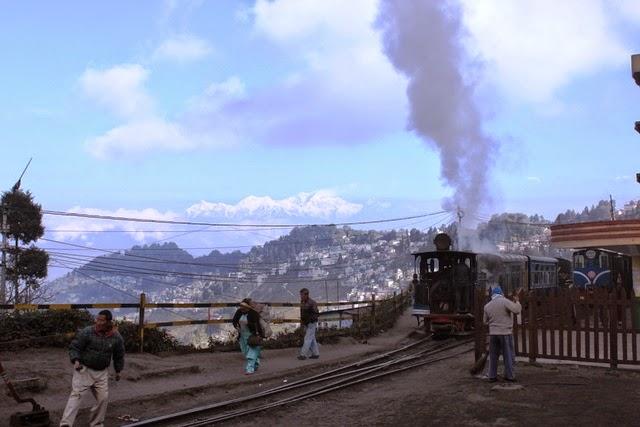 ダージリン駅と蒸気機関車
