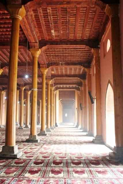 スリナガル最大&最古のモスク、ジャマ・マスジッド