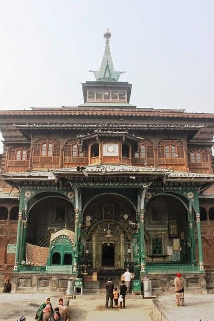 こちらも古いシャー・ハムダン・モスク