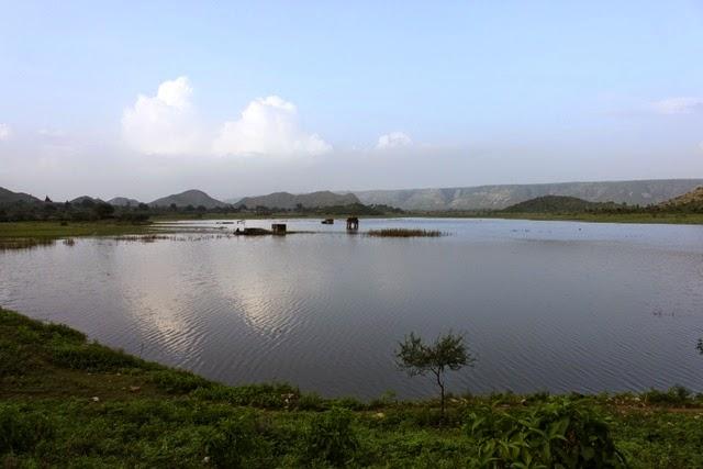 ホテルの近くに大きな湖