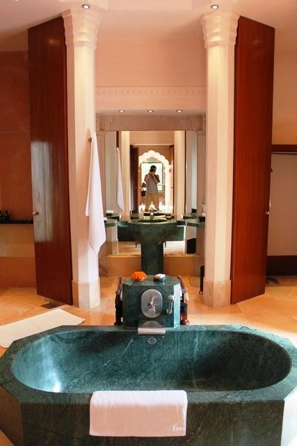 バスルームがとんでもなく広い!