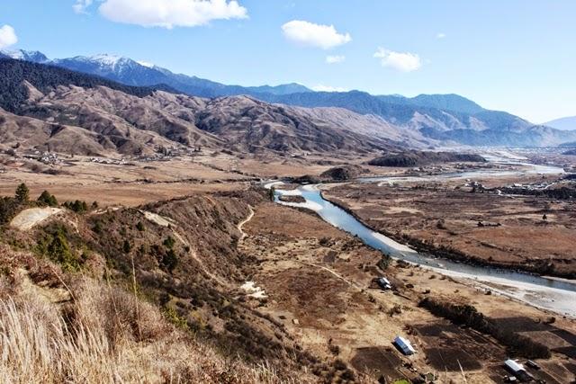 郊外のゴンパから眺める景色