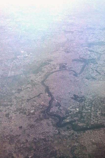 デリー上空とヤムナ川