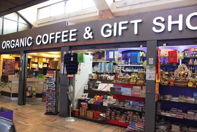コーヒー店と土産物屋