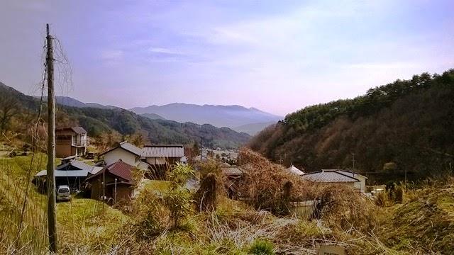 青木村の景色。奥には浅間山も見えます