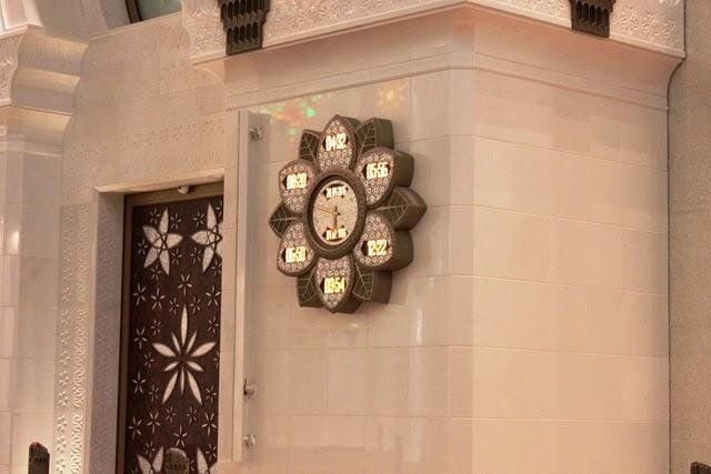 お祈りの時間を表す時計