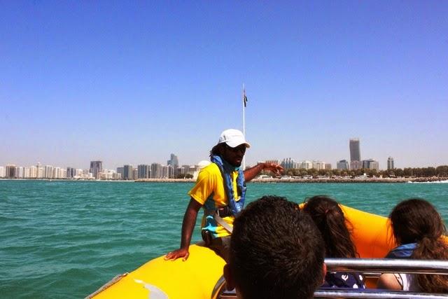 アブダビ スピードボート ツアー