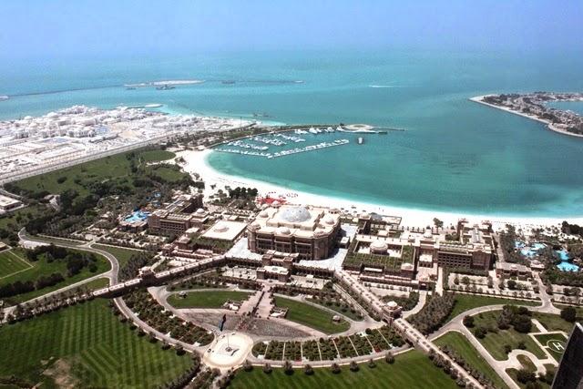74階から眺めるエミレーツパレスとビーチ