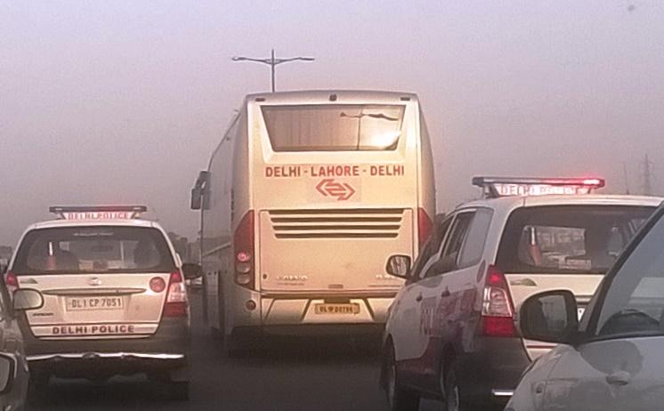 パキスタン インド 路線バス