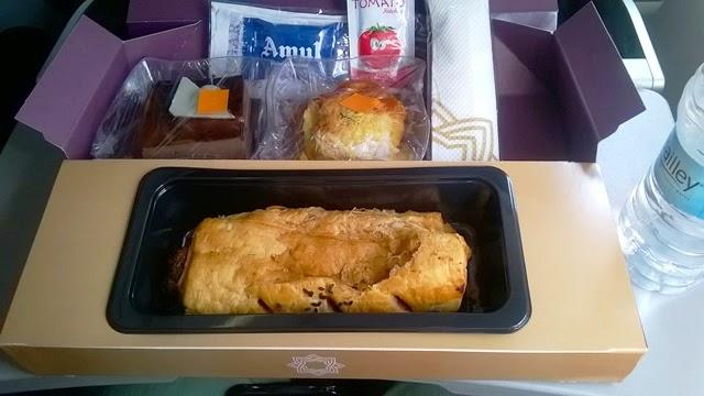 ヴィスタラ エコノミー 機内食
