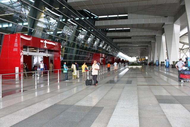 デリー空港第3ターミナルの入口