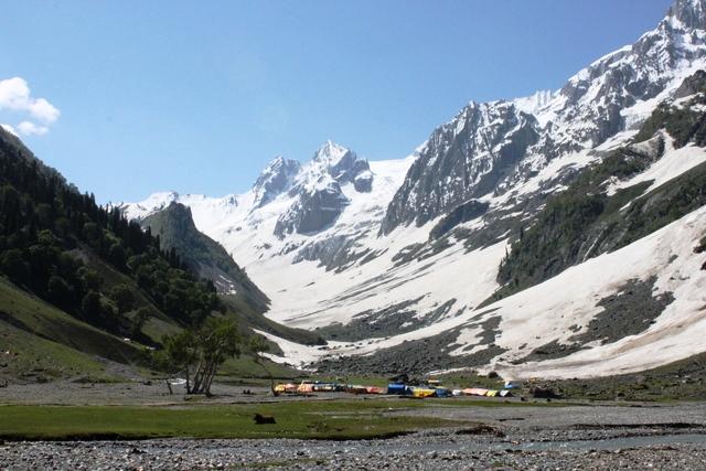カシミール 氷河 観光