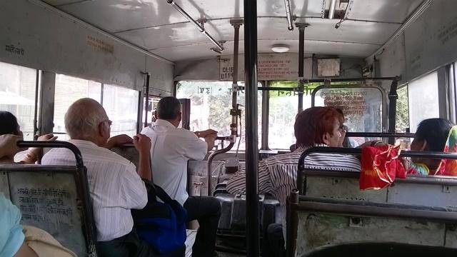 デリー バス 乗り方
