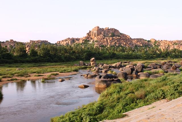 ハンピを流れるトゥンガバートラ川