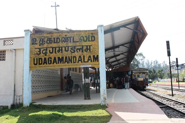 着きました、ウダガマンダラム駅(あぁ名前なげー)