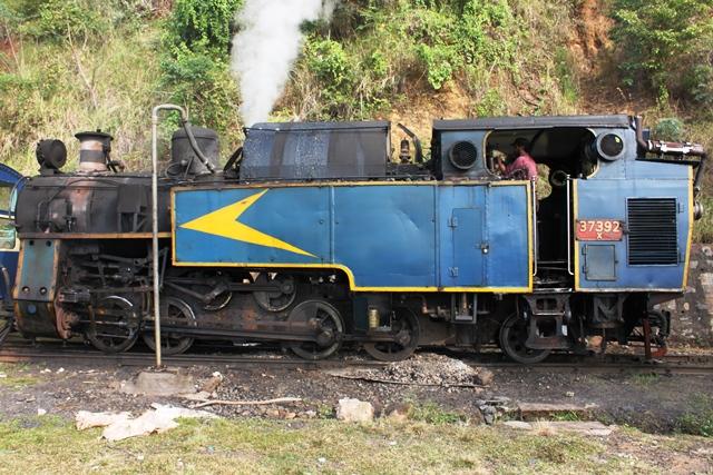 おっ、蒸気機関車だったのか