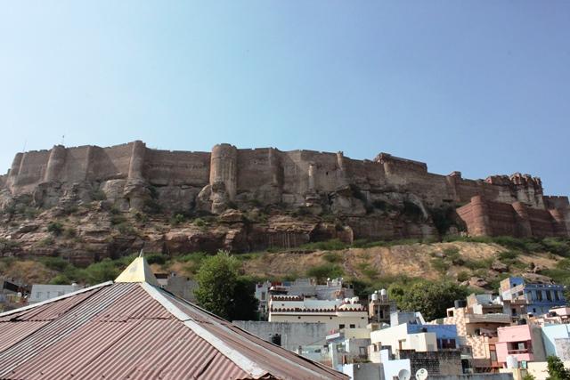 巨大なメへランガール砦の全景
