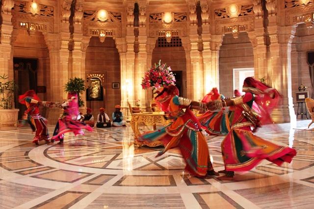客がチェックインすると披露してくれる伝統ダンス