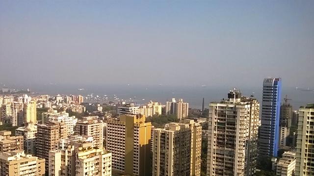 高層ビルの上から撮影したムンバイ市街