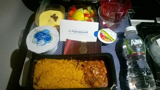 ヴィスタラ プレミアムエコノミー 機内食