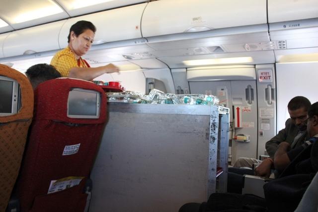 機内食サービスの様子