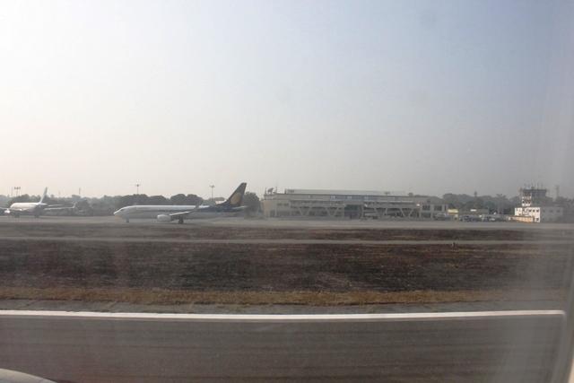 バグドグラ空港