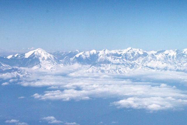 左はアルナーチャル州最高峰カントー
