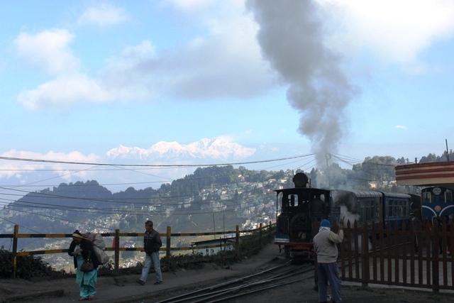 ダージリン名物トイトレインの蒸気機関車